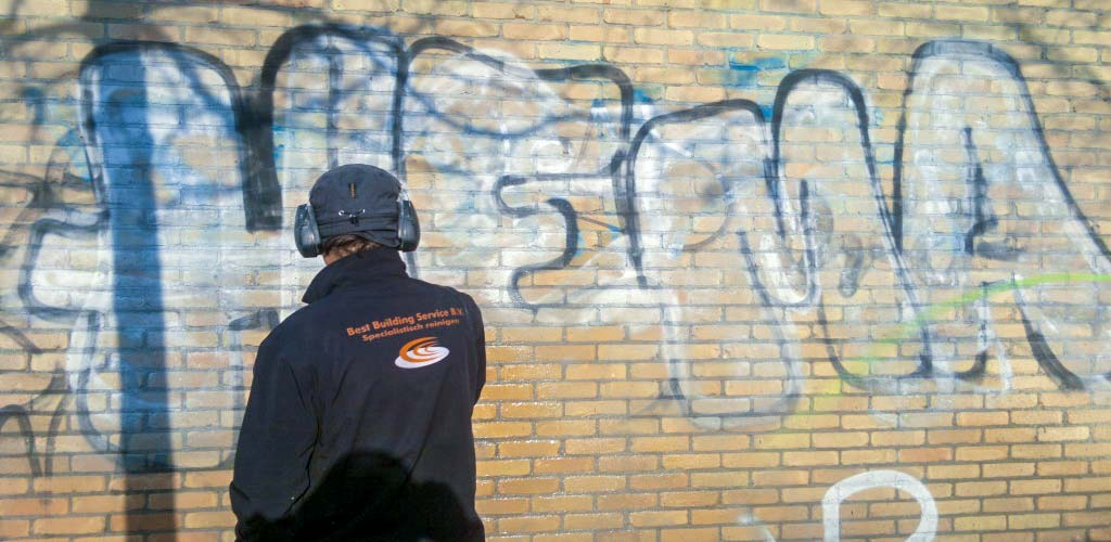 vandalisme en ongevallen schoonmaken
