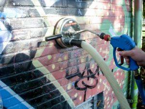 vandalisme en ongevallen graffiti verwijderen