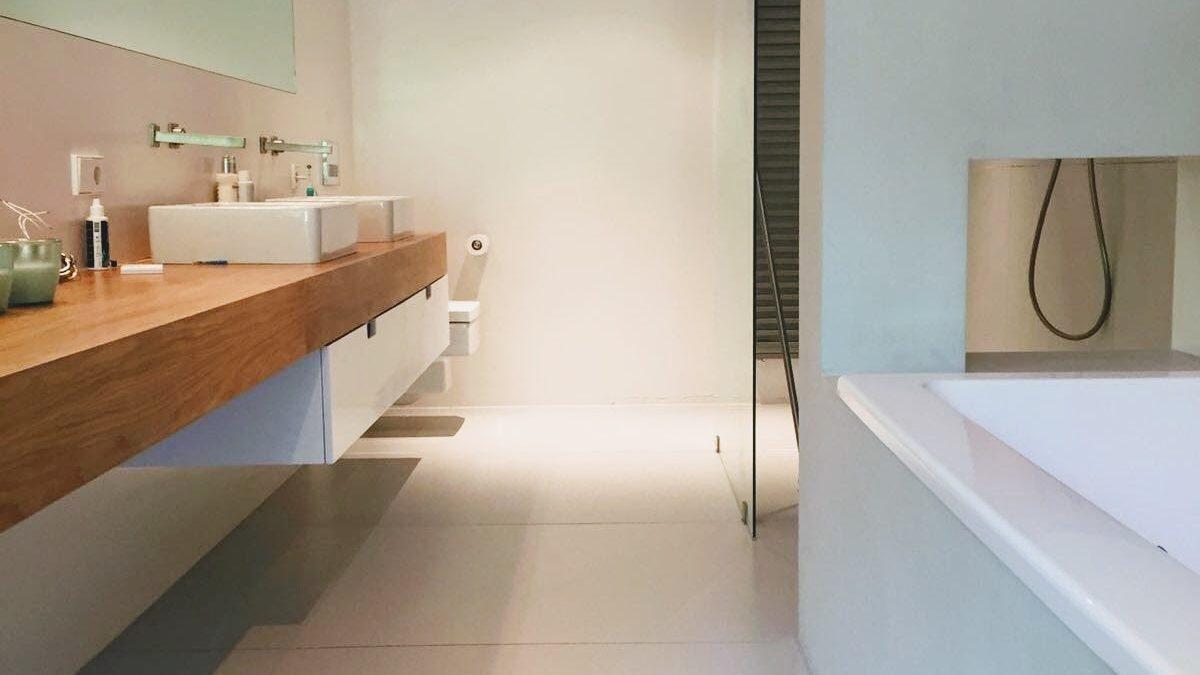 Reparatie Tegels Badkamer : Dieptereiniging vloertegels badkamer c a s calamiteiten